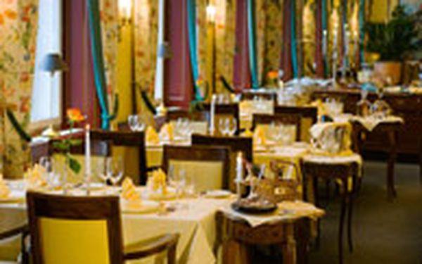 Degustační menu o pěti chodech v hotelu Le Palais (pro 2+) - Ochutnejte to nejlepší, co restaurace Le Papillon nabízí. Gurmánské degustační menu o pěti chodech v nádherném hotelu Le Palais vás provede od amuse bouche až ke skvostnému dezertu. A po cestě vás čekají další fantastické chutě!