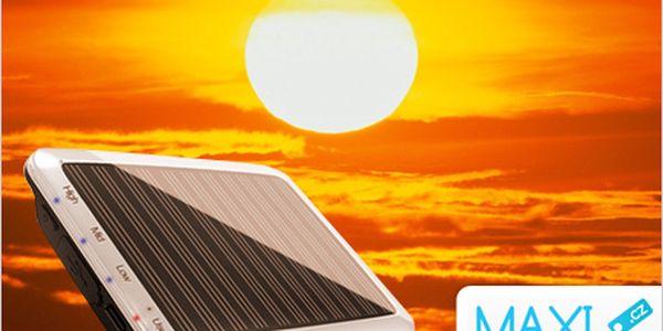 Nejlepší vynález na cesty! Solární nabíječka s interní baterií za 599 Kč.