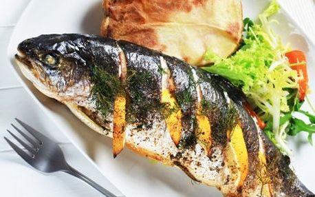 2 x 250 g makrela na grilu s přílohou! Zeleninový salát a pečivo. Pochutnejte si ve dvou!