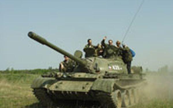 Dobrodružství v ruském tanku T-55 - Pevně se připoutat na sedadle řidiče a vyrazit na zběsilou jízdu terénem v pravém ruském tanku - umíte si představit dobrodružnější odpoledne v přírodě? Prožijte vzrušení z řízení tanku T-55 při půlhodinové jízdě se zkušeným instruktorem.