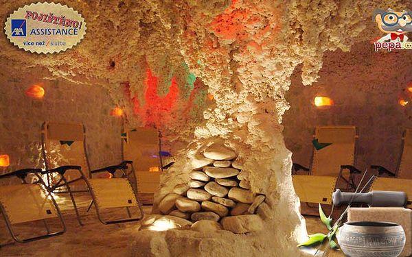 Vstup do solnojodové jeskyně na 45 minut.