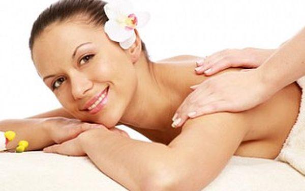 Havajská masáž zad a šíje Aloha nebo při zakoupení dvou poukazů celotělová havajská masáž Lomi-Lomi.