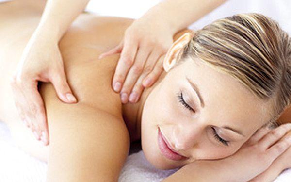 Regenerační masáž - odstraňuje únavu, posiluje regeneraci organismu, zbavuje jeho tělo ochablosti a ztuhlosti! Možnost využití dětského koutku!