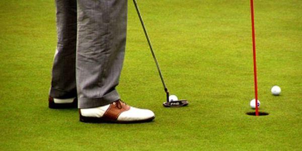 Chcete zapracovat na golfovém švihu, nebo si jen vyzkoušet golf s trenérem? Využijte 50% slevu na trénink u golfového profesionála Lukáše Horáka v Brně + BONUS