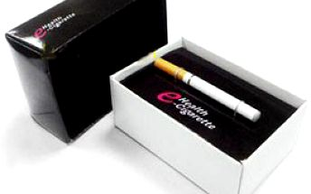 Klasická E-CIGARETA se svítícím koncem včetně USB nabíječky a síťového adaptéru + 30 beznikotinových náplní PATRON!