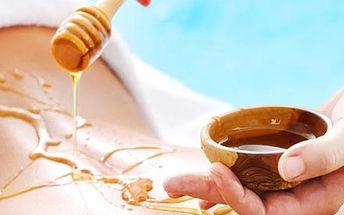 Medový peeling zad a ramen, medová detoxikační masáž zad a břicha a medový zábal pro zvláčnění pokožky.