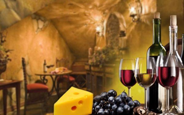 Exkluzivní nabídka! PRONÁJEM VINNÉHO SKLEPA A TERASY až pro 25 osob na Pražském Žižkově s možností konzumace přes 300 druhů vín jen za 1 250 Kč! Neomezený přísun vody a na každém stole talíř se sýrem a chlebem!