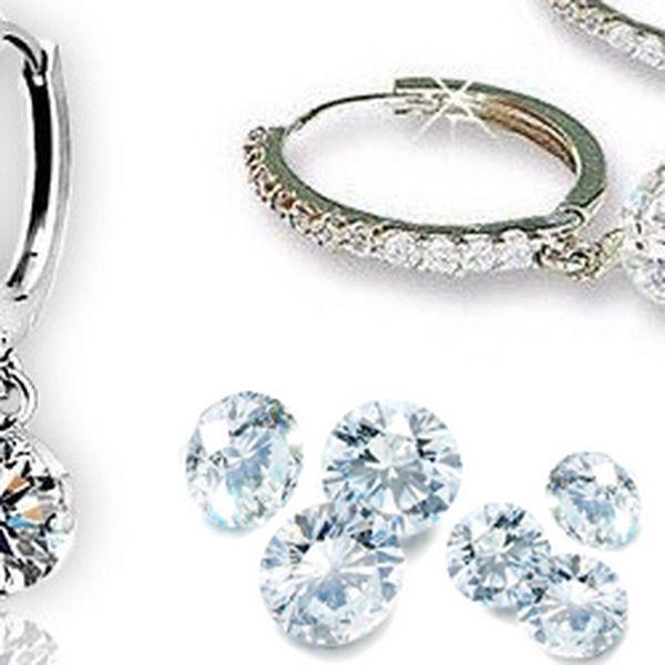 Luxusní náušnice Sparkly zdobené krystaly Swarovski elements za neuvěřitelnou cenu 199,- Kč! Atraktivní a nepřehlédnutelný šperk posázený krystaly Swarovski má lesk diamantů a potěší každou ženu.