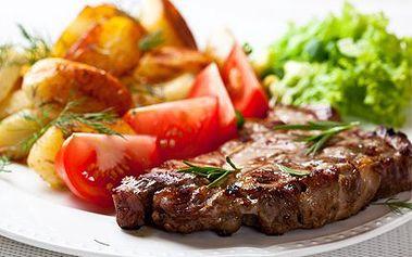 Bohatá večeře pro dva! Steak z vepřové kotlety s přílohou, salátem a horké maliny!