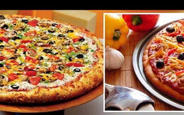 Dvě výborné pizzy se slevou 46%: Vyberte si dvojici lahodných a křehkých pizz dle vaší chuti za úžasnou cenu 129 Kč v Pivním baru Marley v Brně.
