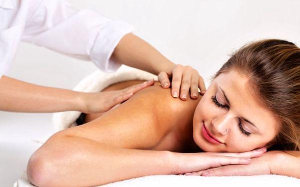 Rehabilitační masáž rukou a šíje – jemné masážní doteky regenerují tělo