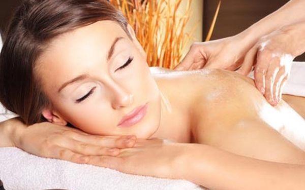 Výběr z TOP aroma masáží zad, šíje a nohou pro ženy i pro muže. Aromaterapie s vůní magnolie, santalu, růže...