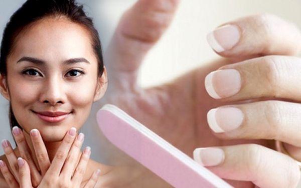LUXUSNÍ nehtová modeláž včetně francie - nehty nové nebo doplnění za úžasnou cenu 269 Kč! Zdokonalte vzhled Vašich rukou se slevou 69%!