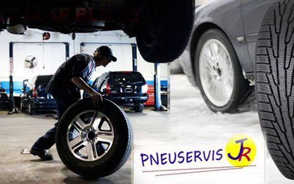 Zima se blíží!!! Kompletní přezutí Vašeho vozu včetně vyvážení za pouhých 250 Kč! Využijte služeb profesionálů a zažijte pocit bezpečí při jízdě Vaším vozem se slevou 61%!