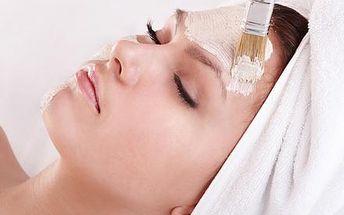 Kompletní kosmetické ošetření pleti a dekoltu včetně masáží, masky a mikromasáže očního okolí na Praze 10.