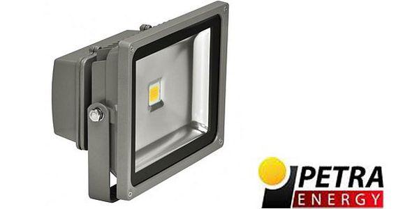 1449 Kč za LAMPEEON LED reflektor 30 W (síla klasické 250 W) vyzařuje studené bílé světlo. Uspořte peníze i energii - svítí až 50 000 h!