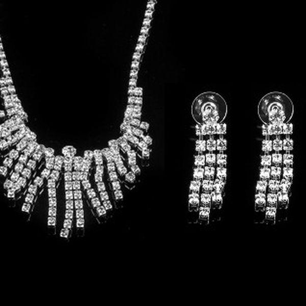 Luxusní sada se stříbrnými kamínky (náhrdelní, náramek, náušnice, prstýnek) ideální doplňěk ke společenským šatům do divadla nebo pro výjimečnou příležitost!