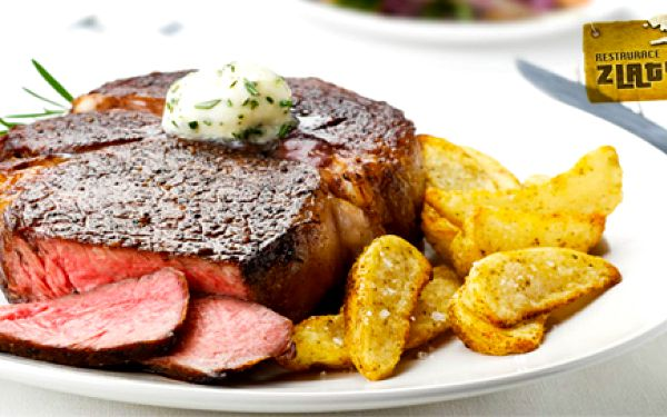 Romantický oběd nebo večeře pro DVA: 2x 300 g obří šťavnatý RUMPSTEAK podávaný s omáčkou dle vlastního výběru a jako příloha na výběr hranolky nebo americké brambory! Dopřejte si tento neodolatelný gurmánský zážitek za pouhých 349 Kč! Oblíbená restaurace Zlatý Důl se o vás a vaše chuťové buňky náramně postará - neváhejte a přijďte se o tom přesvědčit právě teď s 51% slevou!