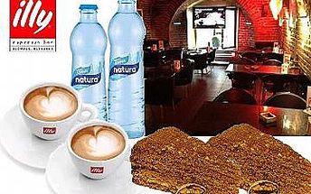 Dva medovníky + dvě kávy illy + dvě vody v espresso baru illy
