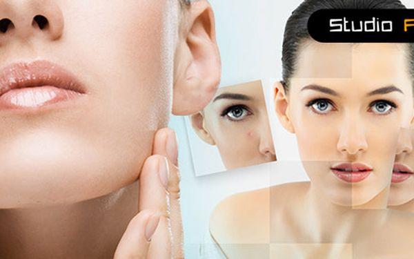 Profesionální ošetření kosmetikou Chris Farrell