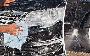 Důkladné ruční mytí automobilu
