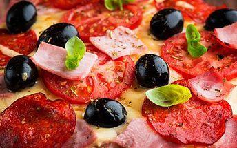 99 Kč za DVĚ báječné pizzy v prvotřídní restauraci Apetit! Vychutnejte si lahodné a křupavé placky s vůní Itálie za polovic.