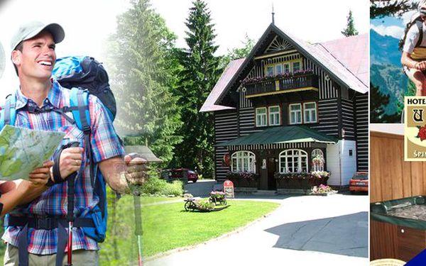 KRKONOŠE - ŠPINDLERŮV MLÝN - tři báječné dny pro 2 osoby v romantickém hotelu U tří růží. Whirpool, sauna, snídaně i tříchodové večeře. Dopřejte si podzimní relax v nádherném prostředí jen 200m od lanovky do lyžařského areálu Svatý Petr!