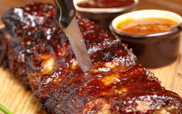 Výtečné žebírka s pečivem + 120g tataráčku s 8 půlkami topinek v restauraci Pod Brnem za pouhých 129 Kč! To pravé pro Vaše mlsné jazýčky se slevou 71%!