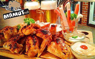Len 5,90 € za fantastickú KILOVÚ porciu grilovaných kuracích krídelok v horčicovo-pikantnej marináde pre 2 osoby a k tomu 2 veľké tankové pivá Kozel v Mamut Pube!