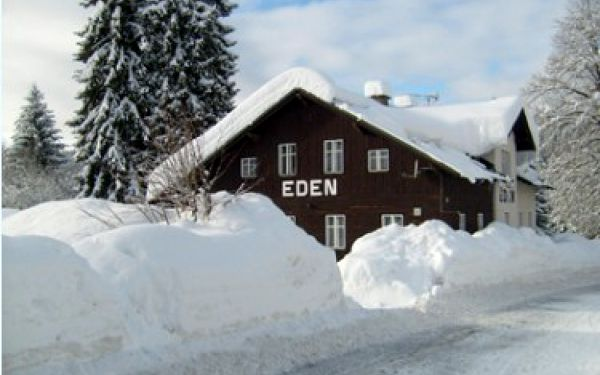 Vánoce na horách!!! Užijte si zimní dovolenou plnou lyžování v Harrachově. 8 dní - 7 nocí s polopenzí v Penzionu EDEN za skvělou cenu 2990 Kč