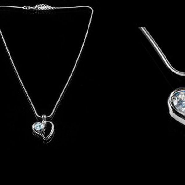 Elegantní náhrdelník ve tvaru srdíčka s bílým kamínkem potažený kvalitním stříbrem, díky flexibilnímu zapínání je možné zvolit jakoukoliv délku!