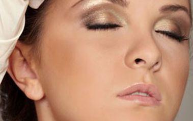 Permanentní make-up obočí, rtů nebo očních linek v kosmetickém salonu fair lady