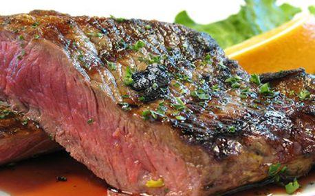 Zvěřinová specialita! Jelení steak s hranolkami a brusinkovým přelivem!