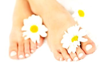 Gelové nehty na nohou! Peeling, masáž chodidel a gelové nehty s barevným Gellakem!