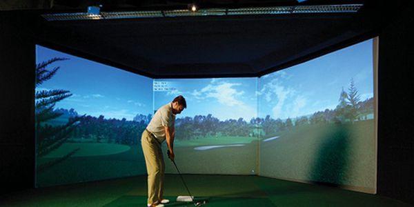 Indoor golf na simulátoru za virtuálních 200 Kč + půjčení holí nebo celodenní trénink patování zdarma! Platí Po - Pá (8-15h).
