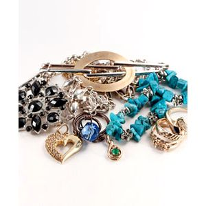 Závěsný ORGANIZÉR ŠPERKŮ ve stylu šatů. Zapomeňte na drahé a neskladné šperkovnice!