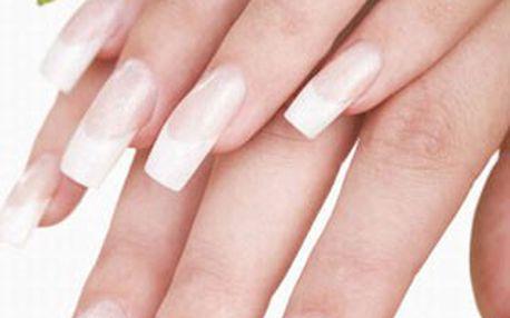 Praha: kvalitní GELOVÁ MODELÁŽ nehtů nebo jejich doplnění s bílou francouzskou manikúrou a zdobením v Salonu Imperial beauty