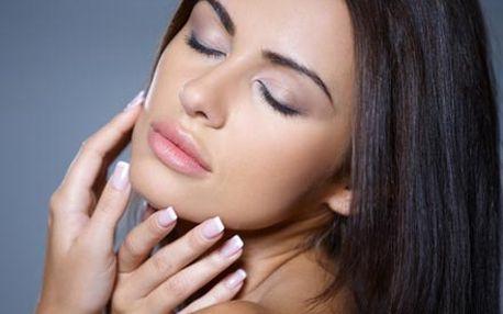 Barvení řas a obočí kvalitními přípravky s regeneračními účinky, úprava obočí a mikromasáž očního okolí.