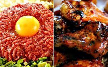 Tataráček a pečená kuřecí křidélka. 150 g tataráku, 8 topinek a 500 g grilovaných kuřecích křídel s přízdobou!
