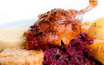 Martinské husí menu pro 2 osoby (přípitek 2x2 dcl vína, 2x předkrm, 2x polévka, 1/2 pečené husy se zelím a přílohou, 2x moučník) za fantastických 649 Kč!