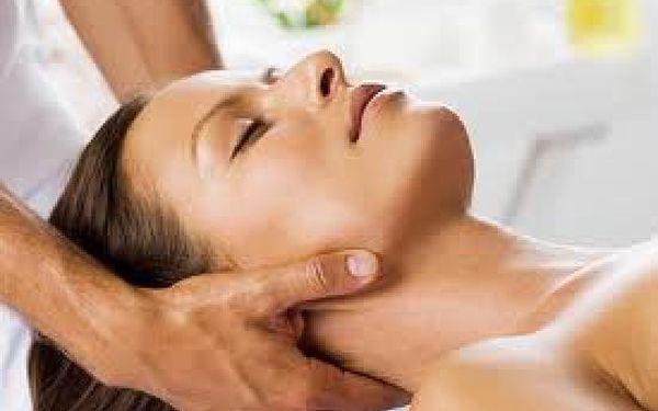45 minutová thajská nebo indická masáž hlavy a šíje pro uvolnění blokád, odstranění napětí a bolesti hlavy - akupresůra, strečink zkrácených a nadměrně namáhaných svalů včetně uvolnění napětí, posílení nervové soustavy, doplnění nové energie a relaxační masáž hlavy a obličeje.