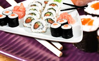 16 kousků sushi! Sake maki s lososem a Sake Roll plněné lososem a okurkou!