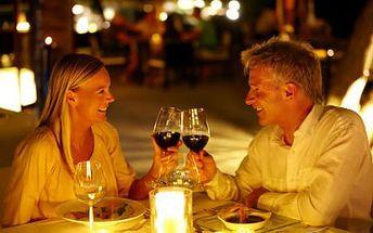 Noc PRO DVA s lahví vína! Čeká vás romantická noc a dvouhodinový vstup do bazénu!