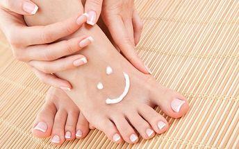 Mokrá pedikúra s peelingem a masáží