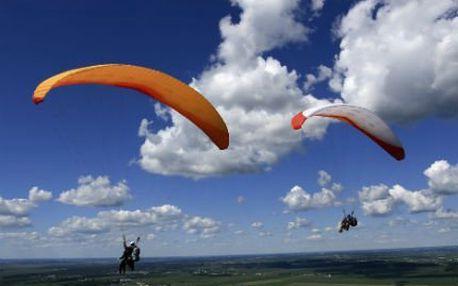 Tandemový paraglidingový let! Let trvá 5 až 10 minut. Zažijete svobodu. Důraz na bezpečí!
