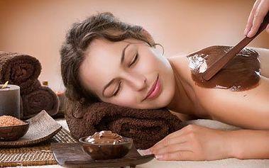 Kombinace masáže horkou čokoládou, čokoládového nebo kokosového peelingu a čokoládového zábalu zad.