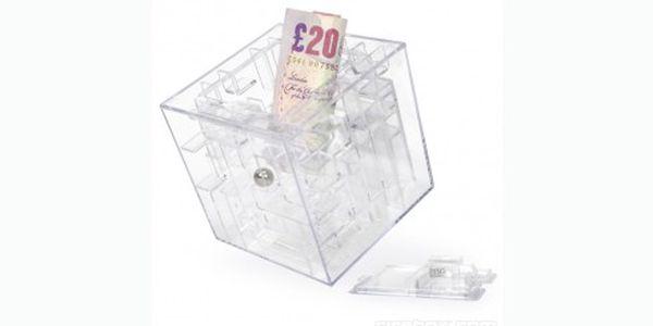 Labyrint na peníze, který se vám otevře ve chvíli, kdy vyřešíte úkol. Inteligentní hračka pro děti i dospělé za 89 Kč.
