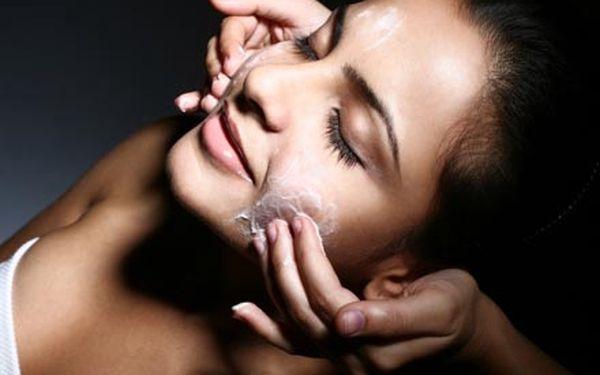 Speciální JUNIOR kosmetické ošetření, včetně hloubkového čištění, zklidňujícího séra a hojivé masky.