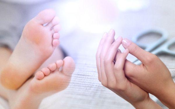 Suchá MANIKÚRA a parafínový zábal na ruce nebo PEDIKÚRA s parafínovým zábalem na ruce za akčních 109 nebo 139 Kč! Upravené ruce či nohy se slevou 52%!