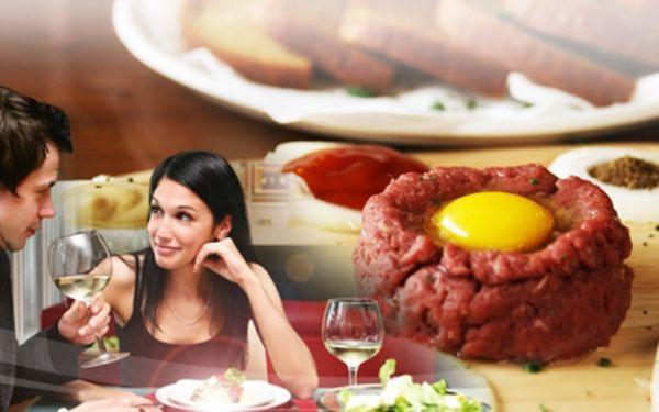 Přijďte si užít 100g porci čerstvě namíchaného TATARÁKU z hovězího masa a 6 ks křupavých topinek s česnekem dle libosti! Postačí Vám 75 Kč! Ušetřete s 57% slevou!